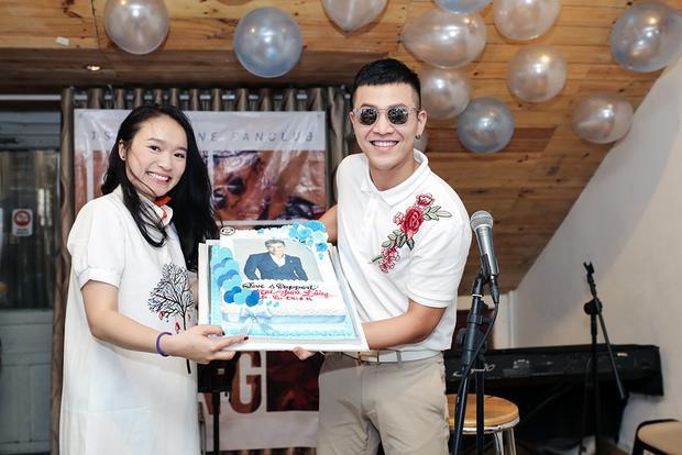 Mai Tiến Dũng hạnh phúc cười tít mắt trong buổi họp fan lần đầu tại Việt Nam