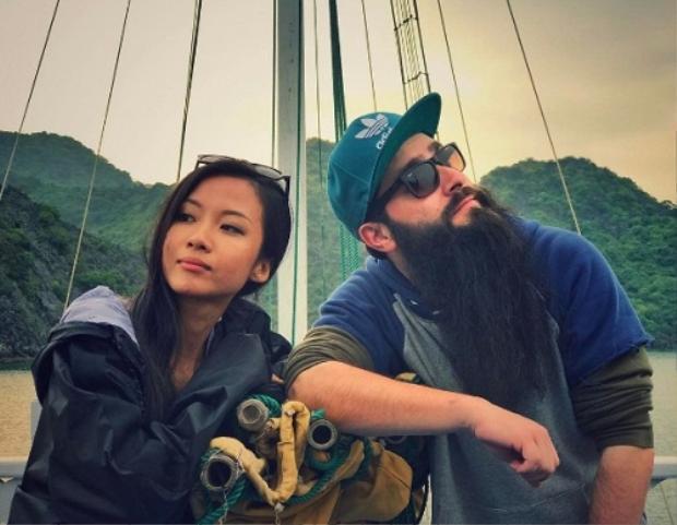 Vị đạo diễn Kong: Skull Island còn đăng tải ảnh chụp cùng Suboi.