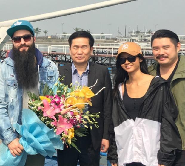 Vừa về Việt Nam, đạo diễn Kong: Skull Island đã dính như sam với loạt sao nữ này