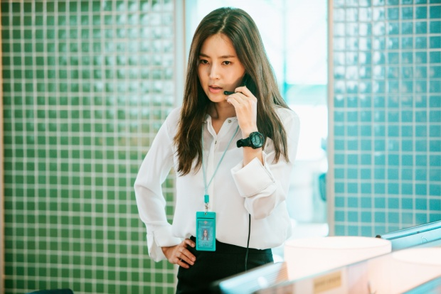 Nữ hoàng nội y Hàn đối đầu với người đẹp không tuổi trong phim hành động mới