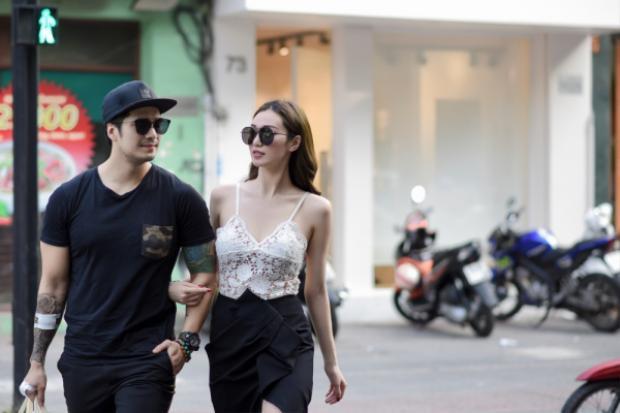 Phải công nhận cả hai rất đẹp đôi, hai người dành ngày đầu tuần thảnh thơi cafe chia sẻ với nhau những dự định sắp đến.