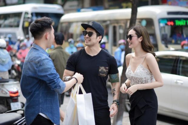 Hai người tạm biệt Lâm Gia Khang và tất nhiên Thiên Nguyễn sẽ sóng đôi cùng Khánh My tham dự và ủng hộ NTK trẻ và tài ba.