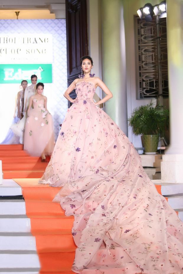 Lan Khuê xinh đẹp như nàng công chúa trong thiết kế áo cưới đầy mê hoặc