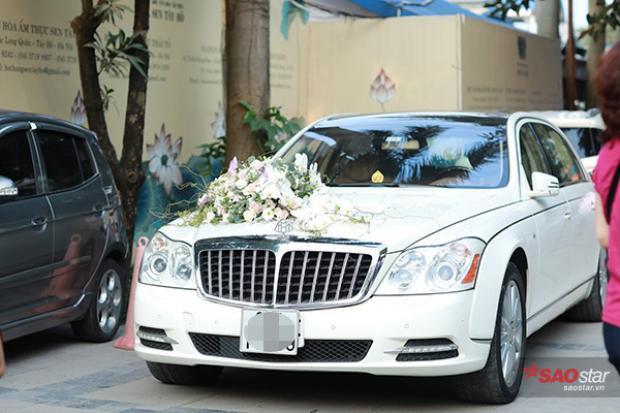 MC Thành Trung đi xe sang để đưa cô dâu Ngọc Hương đến địa điểm tổ chức đám cưới.