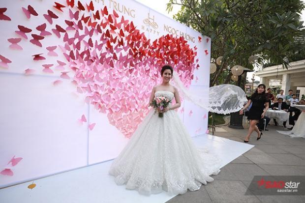 MC Thành Trung dùng xe sang gần 21 tỷ đồng để đón cô dâu Ngọc Hương