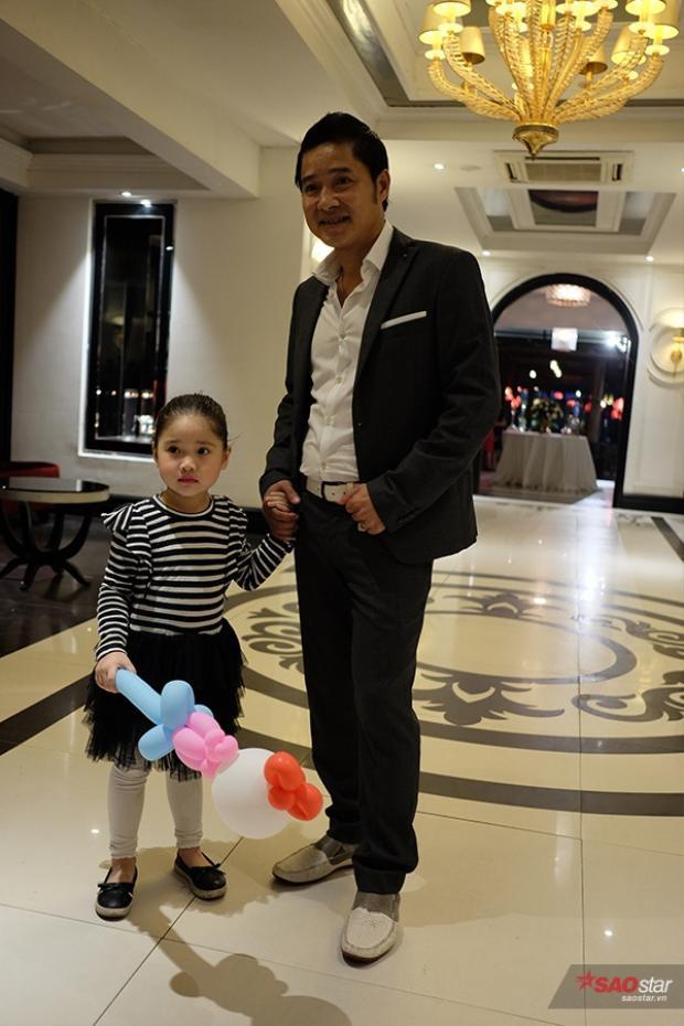 Danh thủ Hồng Sơn và con gái.