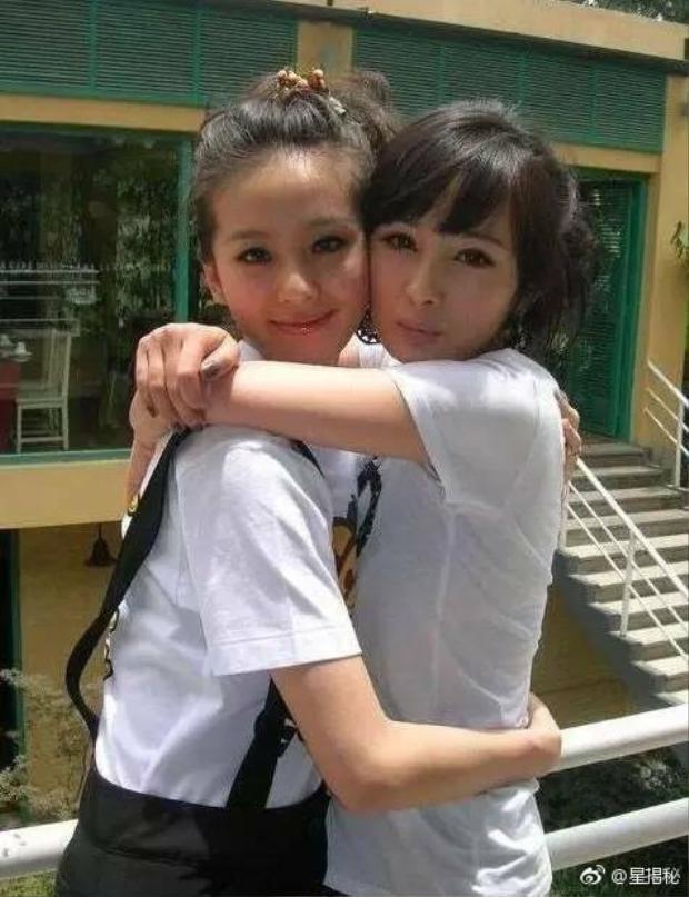 Cả hai đến nay được biết vẫn là chị em tỷ muội thân thiết trong làng giải trí.