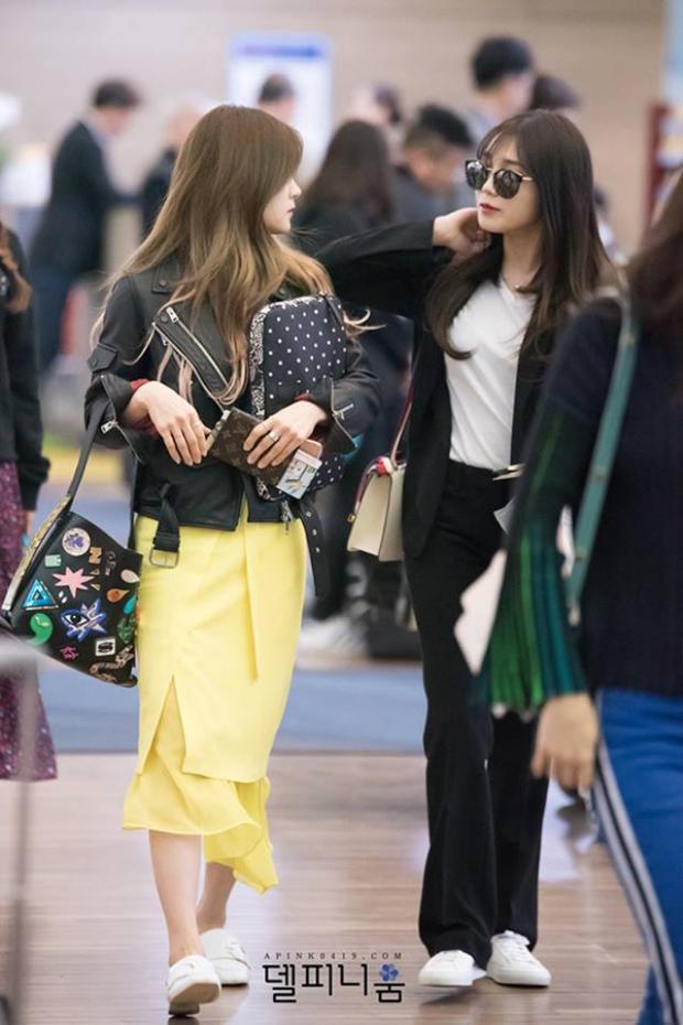 Chorong diện váy vàng khá xinh đẹp.