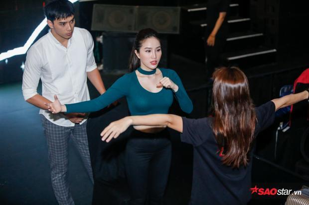 Trước đối thủ khá mạnh là ca sĩ Yến Trang, Bảo Thy không khỏi lo lắng cho phần trình diễn của mình.