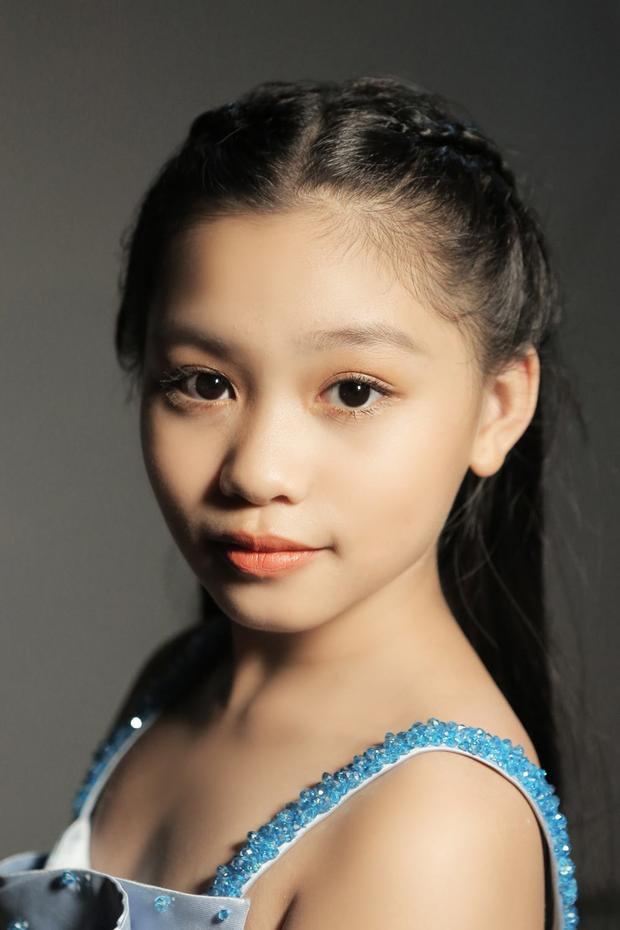 Khánh Ngọc xinh đẹp và có thần thái vô cùng chuyên nghiệp.