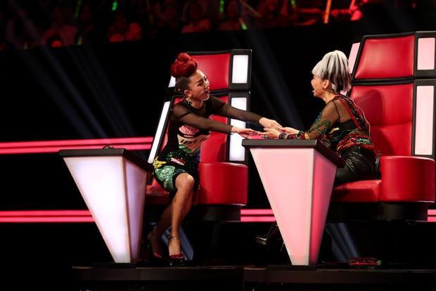 Ai còn bảo Thu Minh và Tóc Tiên chỉ biết chặt chém nhau trên ghế nóng nữa nào?