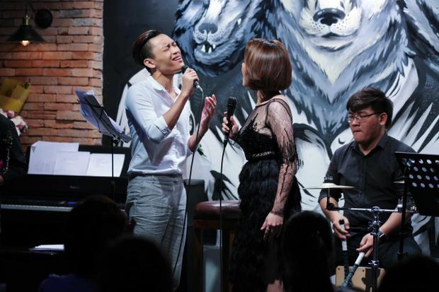 Điểm nhấn của chương trình là sự xuất hiện của Việt Thắng. Cả 2 đã có màn song ca mash-up Hè muộn - Khoảnh khắc.