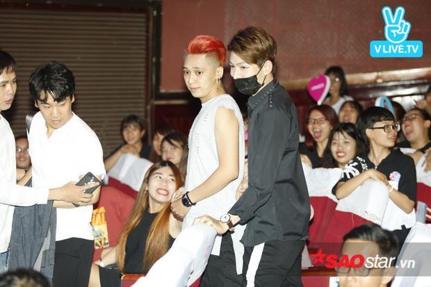 """Đặc biệt, """"bạn trai tin đồn"""" của Khởi My - Kelvin Khánh và Tronie cũng bất ngờ xuất hiện tại buổi fan meeting."""