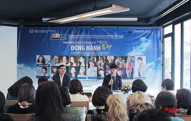 Không chỉ hát, SNSD còn trổ tài làm kim chi cùng người hâm mộ Việt Nam