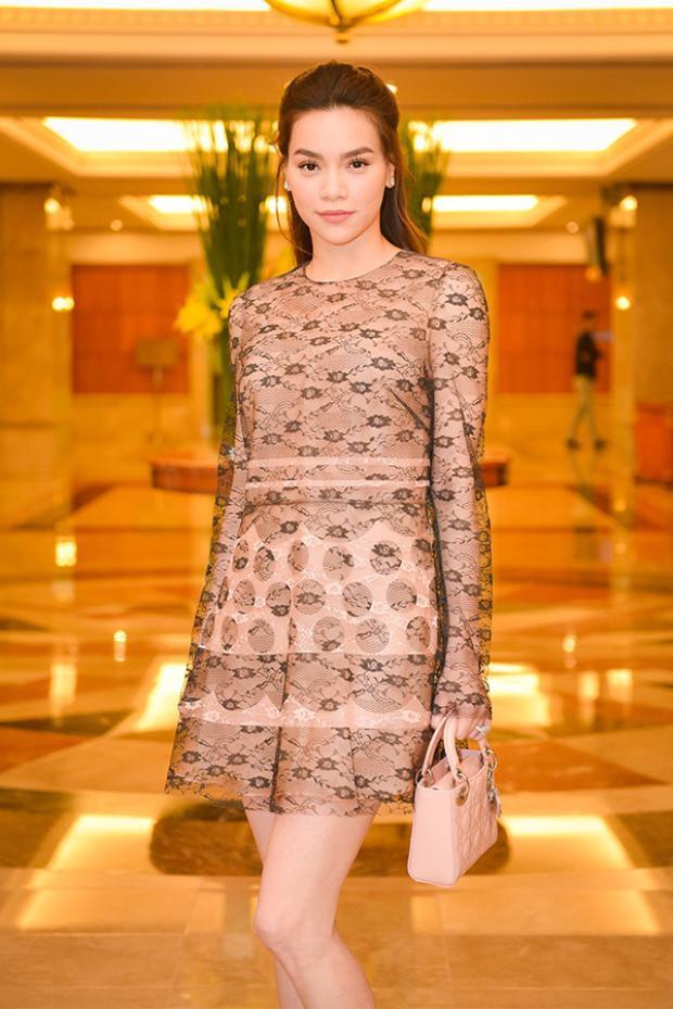 Hồ Ngọc Hà xuất hiện trẻ trung giữa dàn mỹ nhân váy vóc lộng lẫy.