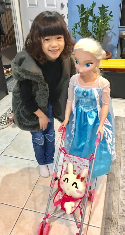 Con gái Nguyệt Cát của Thúy Nga ngày càng lớn và xinh gái.