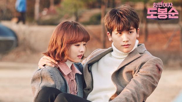 """Tuy nhiên phải công nhận rằng """"phản ứng hóa học"""" ngọt ngào của cặp đôi 26 cm này đã khiến bộ phim tạo được sức hút lớn với khán giả."""