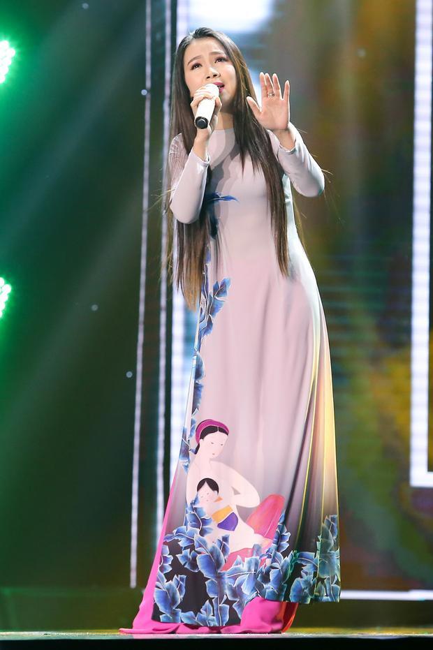 Thí sinh Hải Yến dự thi với ca khúc Chim trắng mồ côi.