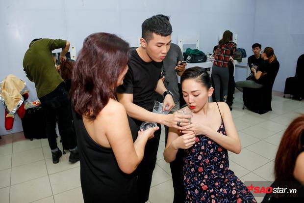 Tóc Tiên dẫn trò cưng The Voice đến cổ vũ Mai Tiến Dũng tại Remix New Generation