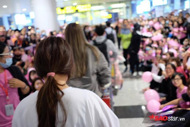 Tuy nhiên, họ chỉ được gặp dàn staff của SM.