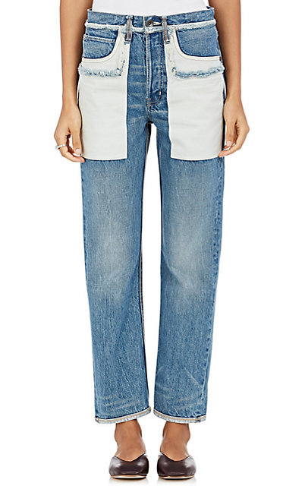 """Helmut Lang cũng cho ra đời một kiểu jean """"ngược đời"""" nhưng chỉ lộn túi trong ra ngoài, còn phần thân quần giữ nguyên."""