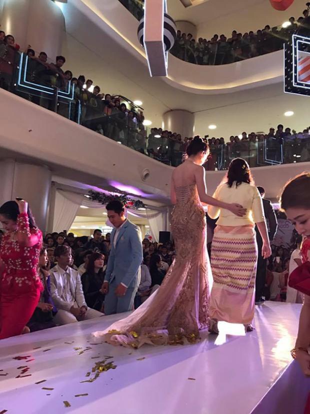 Hàng trăm người dân Myanmar có mặt đến ngắm nhan sắc Á hậu Việt Nam.