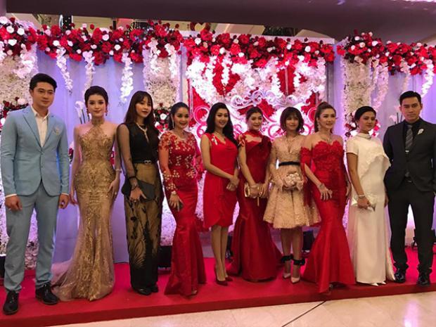 Huyền My giao lưu và đọ sắc cùng các người đẹp Myanmar.
