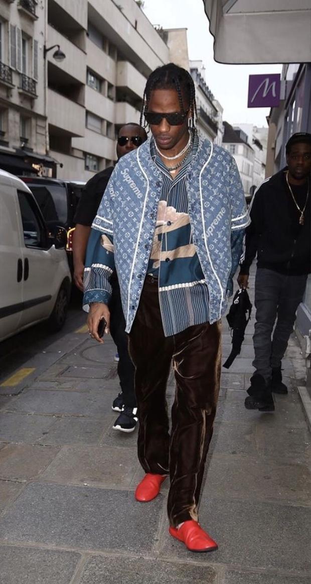 Travis Scottlà một trong những fan ruộtđầu tiên diện mẫu áo kết hợpLouis Vuitton x Supreme…