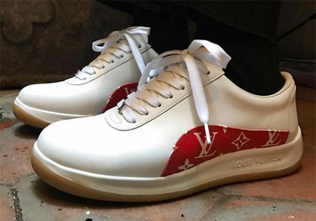 """Hay như mẫu sneaker bị chê """"tan nát"""" này cũng được định giá $965 (hơn 21.000.000 VNĐ)."""