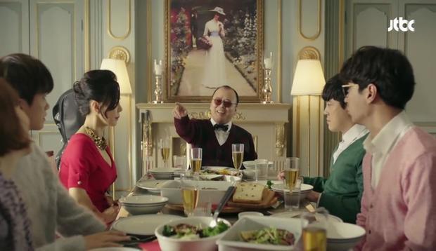Khi Min Hyuk đưa Bong Soon về ra mắt gia đình, bố anh vẫn còn rất vui vẻ.