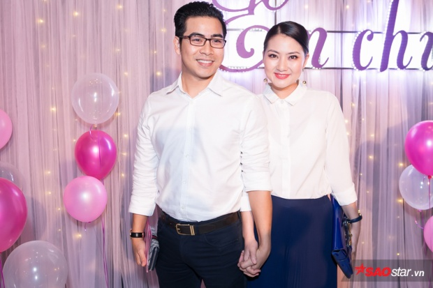 Ngọc Lan đi xem phim cùng chồng. Cô vừa trở về Việt Nam sau thời gian dài nghỉ dưỡng thai và sinh con tại Mỹ.