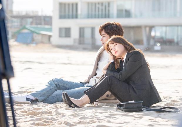 Không kém Do Bong Soon, My Secret Romance cũng đầy khoảnh khắc cặp đôi chênh nhau 1 cái đầu