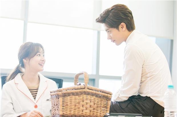 Dù chênh nhau đến 7 tuổi nhưng Song Ji Eun và Sung Hoon vẫn nhập vai rất ngọt.