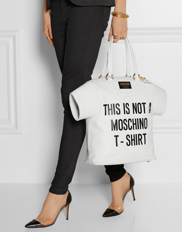 Hay áo T-shirt cũng trở thành nguồn cảm hứng bất tận cho nhà mốt.