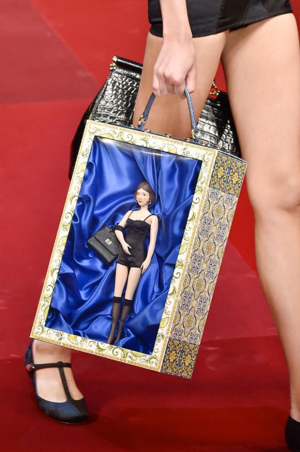 Dolce&Gabbana và mẫu túi tựa hộp đựng búp bê đáng ngạc nhiên.
