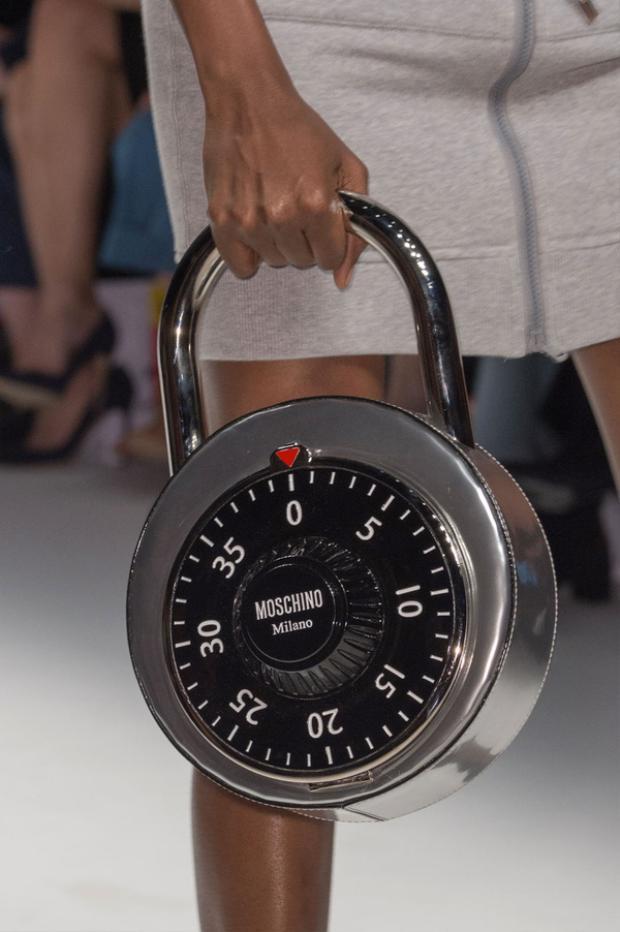 Túi xách trông như chiếc khóa thế này thì bạn có dám dùng không?