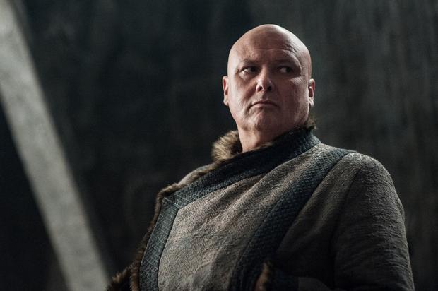 Quan gián điệp Varys tiếp tục phục vụ Daenerys và cố vấn của cô - chàng lùn Tyrion Lannister. Nhưng hành tung của gã thái giám này vẫn còn rất bí ẩn và không rõ mục đích.