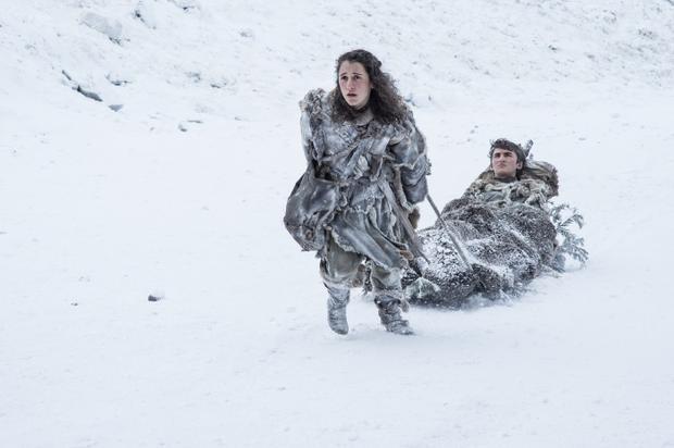 Sau khi mất bạn đồng hành Hodor, Bran đang phải trở thành tiên nhân Quạ Ba Mắt và tiếp tục du hành, dùng sức mạnh tâm linh của mình đối đầu với quỷ dữ.