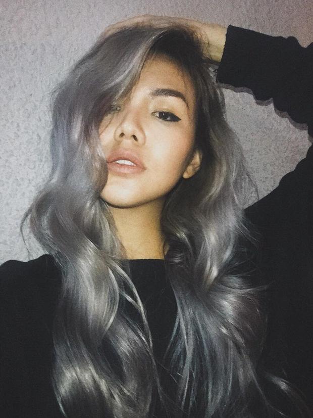 Quỳnh Như cực cuốn hút trong màu tóc xám khói được uốn xoăn bồng bềnh.