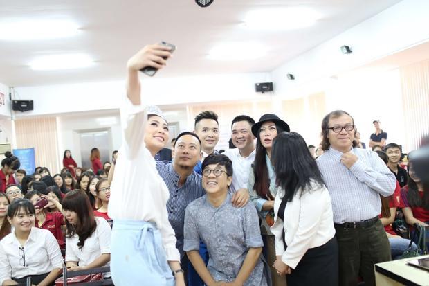 Sắp tới, với việc chính thức trở lại với làng âm nhạc Việt, ca sĩ Việt Quang sẽ tích cực tham gia nhiều chương trình ca nhạc, truyền hình, gameshow, ra mắt nhiều sản phẩm âm nhạc.