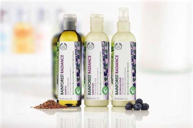 Bộ sản phẩm chăm sóc tóc nhuộm này gồm dầu gội, dầu xả và chai xịt chống rối của THEFACESHOP.