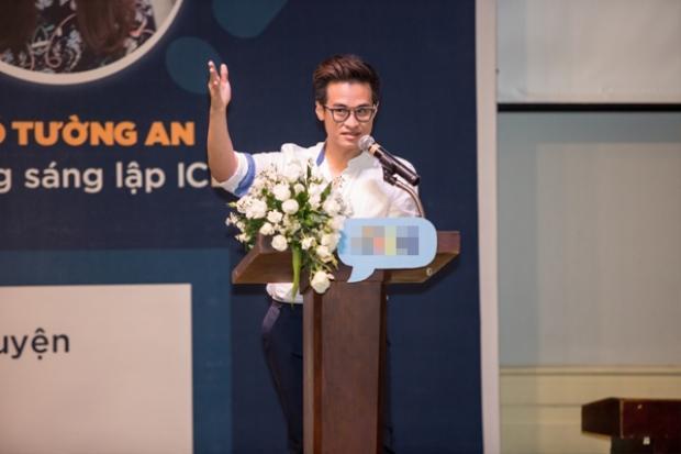 Soái ca Hà Anh Tuấn giản dị và thân thiện, chia sẻ vốn sống cùng sinh viên