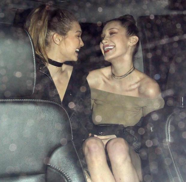 Gigi sinh năm 1995 còn Bella sinh năm 1996, cả hai như hình với bóng dìu dắt nhau trong sự nghiệp người mẫu.