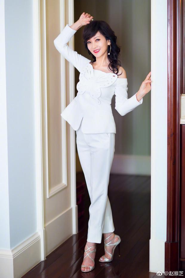Á hậu Hồng Kông chia sẻ bí quyết giữ gìn sắc đẹp ở tuổi 63