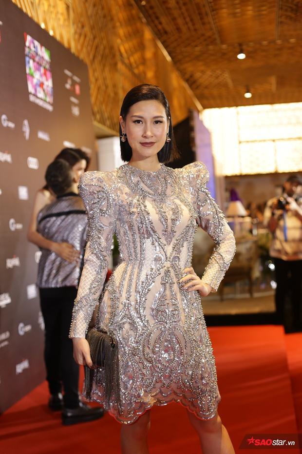 Kathy Nguyễn diện trang phục mới nhất của NTK Chung Thanh Phong được đính kết tỉ mỉ và sang chảnh hết nấc trên thảm đỏ.