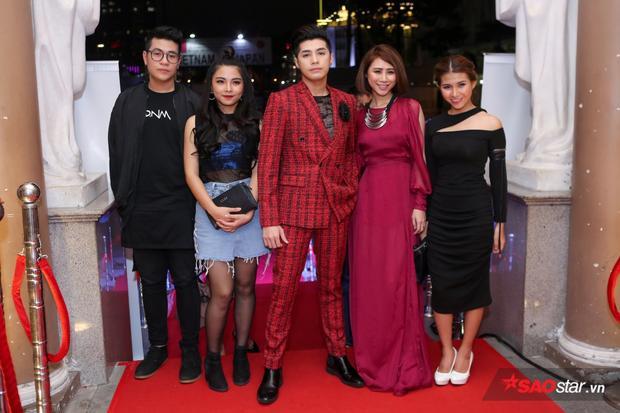 Đi cùng anh đến sự kiện là dàn học trò trong chương trình Giọng hát Việt 2017.