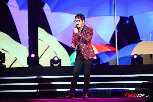 Một niềm vui liên tiếp ngay sau đó khi ở hạng mục Nhạc sĩ của năm, cái tên Khắc Hưng lại được vang lên.
