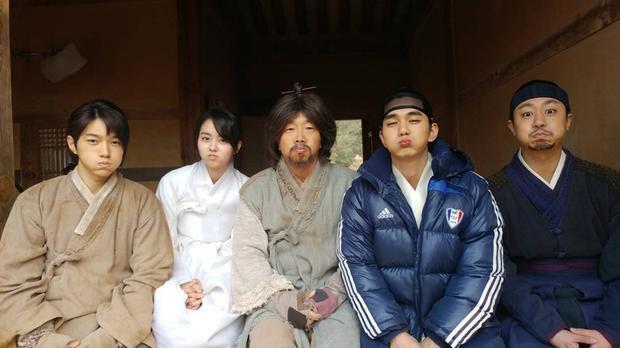 Hình ảnh hậu trường được đăng lên tài khoản cá nhân của Seung Ho
