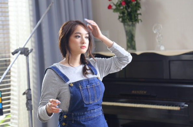 Kaity Nguyễn  Cô bé 18 tuổi xinh xắn, có đôi mắt to tròn đang hút hồn tất cả rạp phim Việt