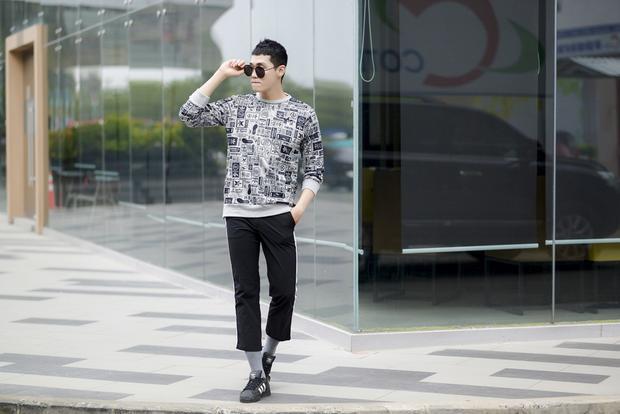 Đào Tín điển trai dạo phố, sẽ hát hit của Rocker Nguyễn ở vòng loại trực tiếp The Voice